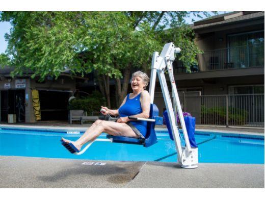 Aqua Creek Mighty 400 Pool Lift   No Anchor   White Powder Coat with Blue Seat   F-MTY400